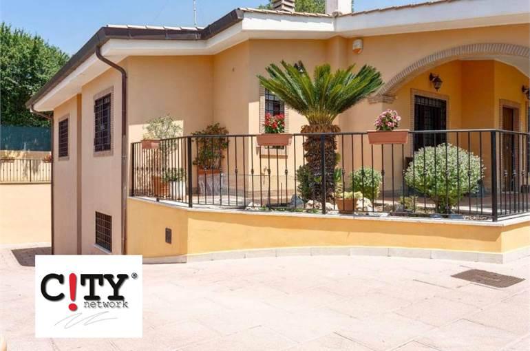 Villa unifamiliare con Box auto Pomezia Colli Enea